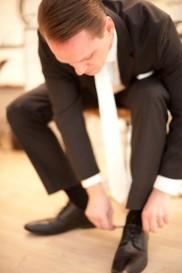 Die Schuhe fest verschnürrt