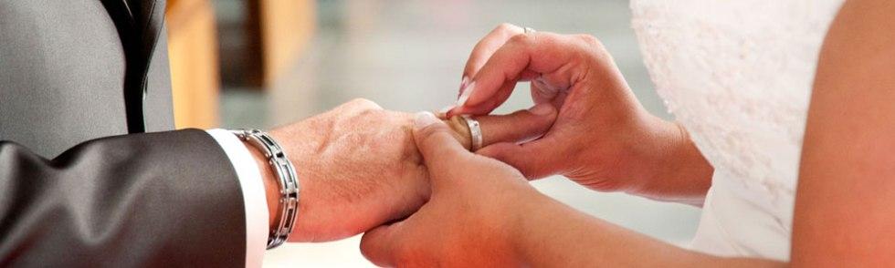 Ringe anstecken während der Zeremonie