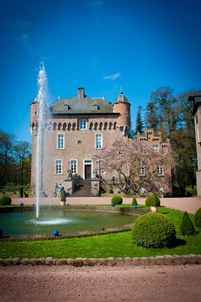 Das schöne Schloß Liersfeld in Kerpen, mitten in NRW gehört zu einer der schönsten Locations für Hochzeiten