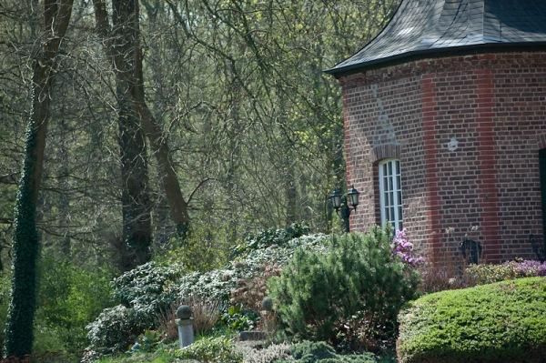Im angrenzenden Park des Schloß Loerfelds finden sich märchenhafte und bis ins kleinste Detail, schöne Ecken, die ein Foto wirklich wert sind.