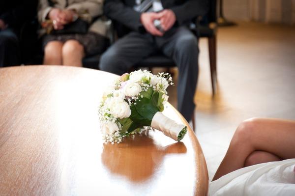 Natürlich sollte jeder Hochzeitsfotograf auch dem Braustrauß eine gewisse Beachtung widmen