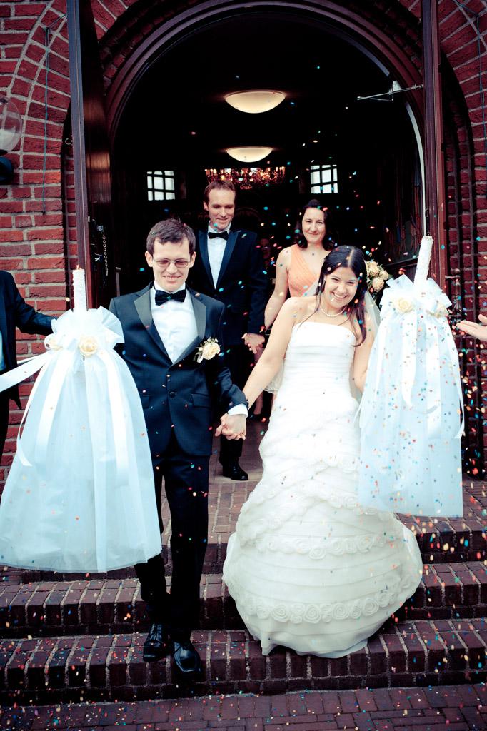 Hochzeitspaar nach der kirchlichen Trauung in Düsseldorf 2013