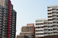 Umgeben von Hochhäusern