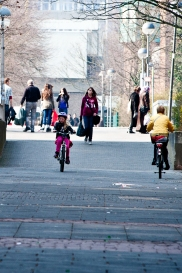 Kinder beim Fahrrad fahren