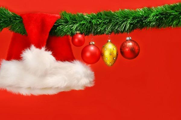 typische Weihnachtskarte mit Nikolaus Mütze