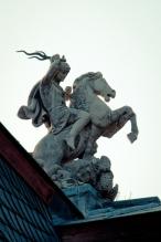Statue auf dem Dach