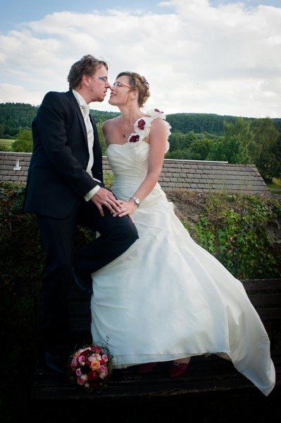 Hochzeitsfoto unter den Wolken