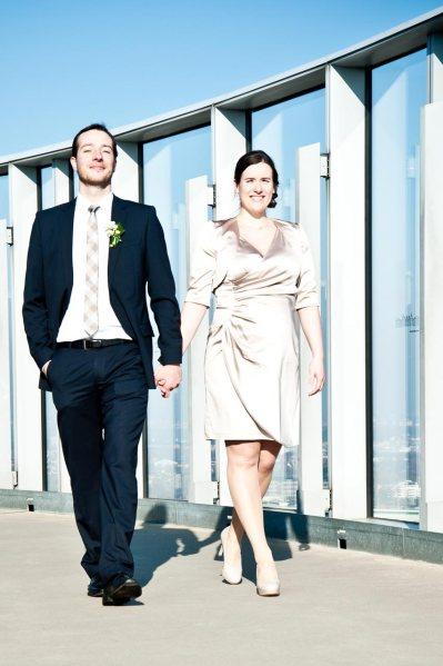 Tolles Hochzeitsfoto über den Dächern von Köln, hier in Deutz