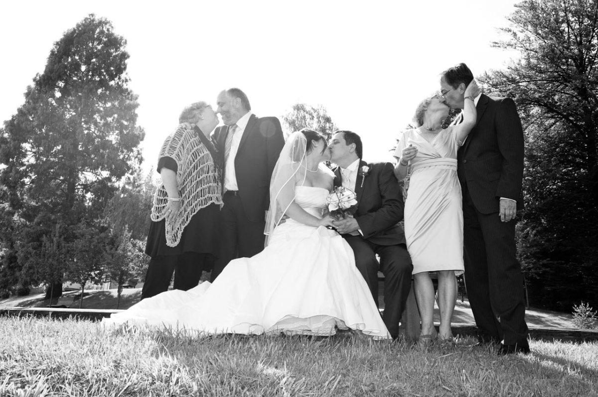 Küssende Menschen bei der Hochzeit 2014