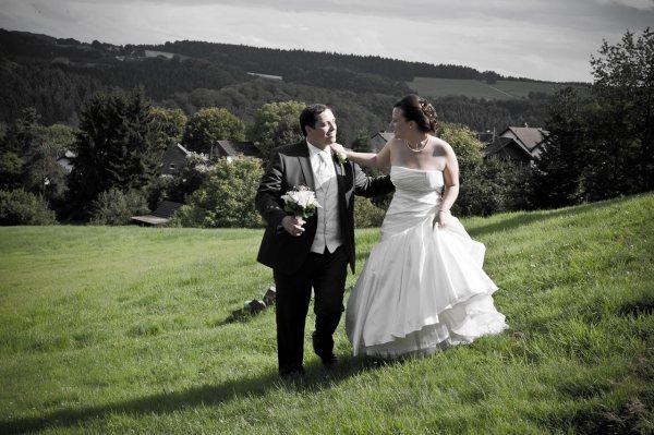 Hochzeiten im Freien sind selbstverständlich für einen Fotografen