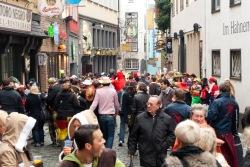 Menschenmengen in der Salzgasse in Köln