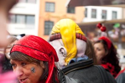 Das Kölner Wappen stolz im Gesicht getragen