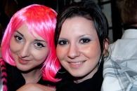 Nette Mädels bei der Party am Abend