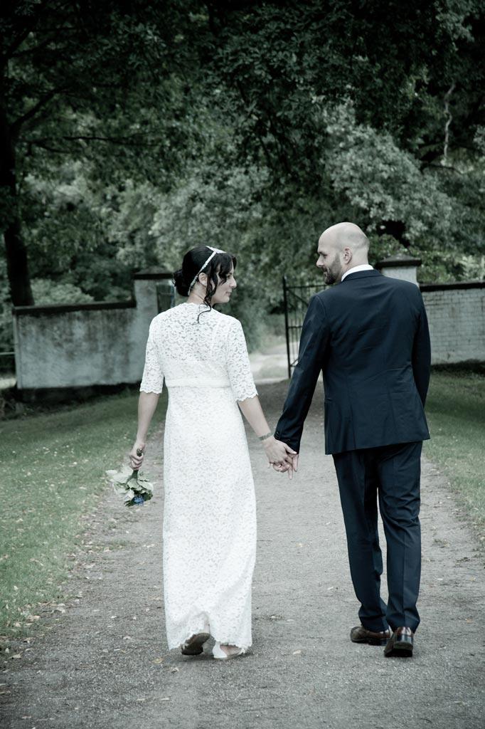 Der gemeinsame Weg ins Eheleben ist nur ein Beispiel für ein Hochzeitsmotiv