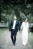 Gemeinsame Schritte des frisch verheirateten Paares
