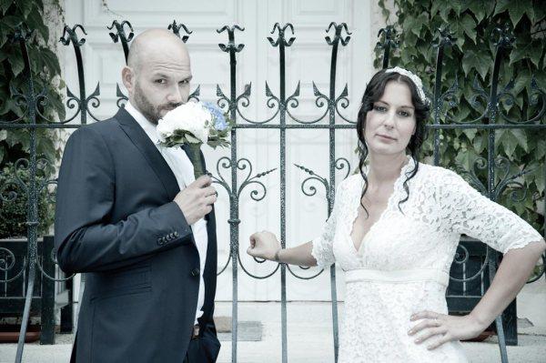 Braut und Bräutigam tauschen die Rollen
