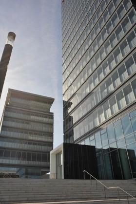 Die Fassade des neuen Lanxess Gebäudes besteht aus Glas, Stahl und Beton