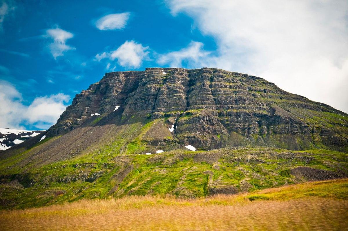 Blauer Himmel über Island