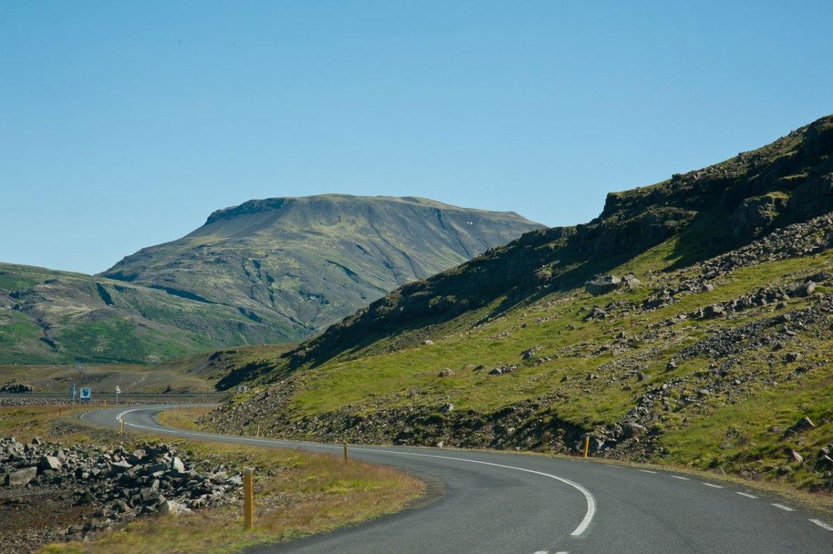 kurvige Straßen Island