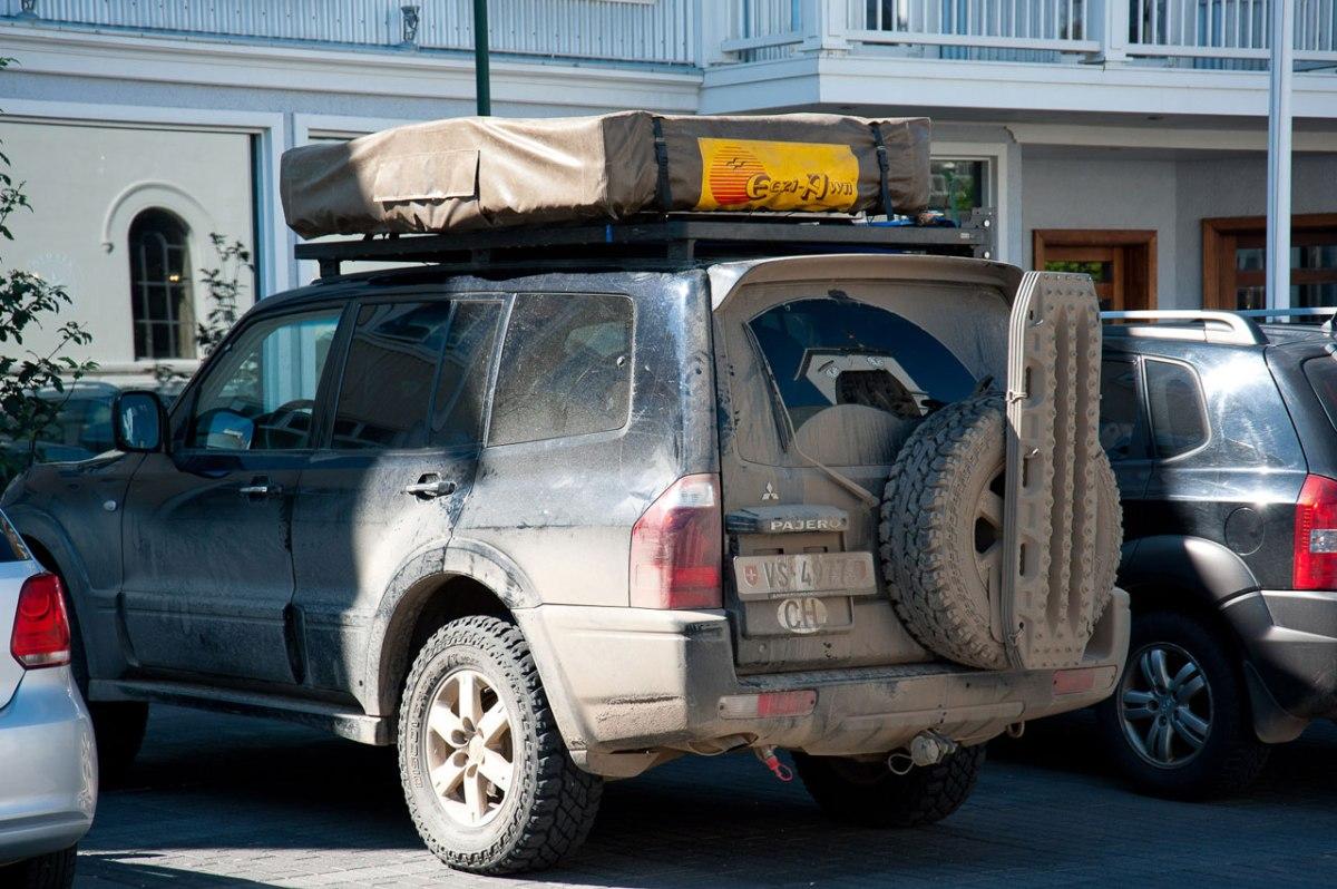 Jeep für die Fahrt auf Islands Straßen