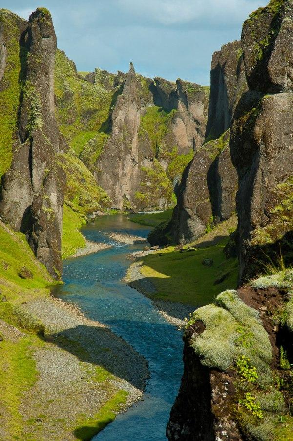 Eine frische Wasserquelle im Osten Islands