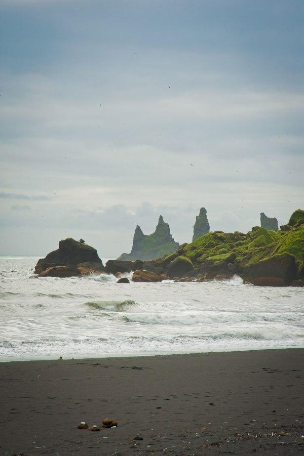 An Islands Küsten finden sie nur schwarzen Sand