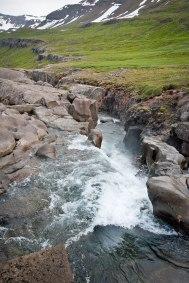 überall Quellen für Trinkwasser frisch aus den Bergen Islands