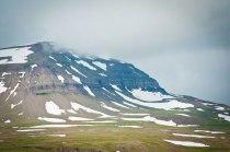 Schneebedeckte Bergspitzen auf Island