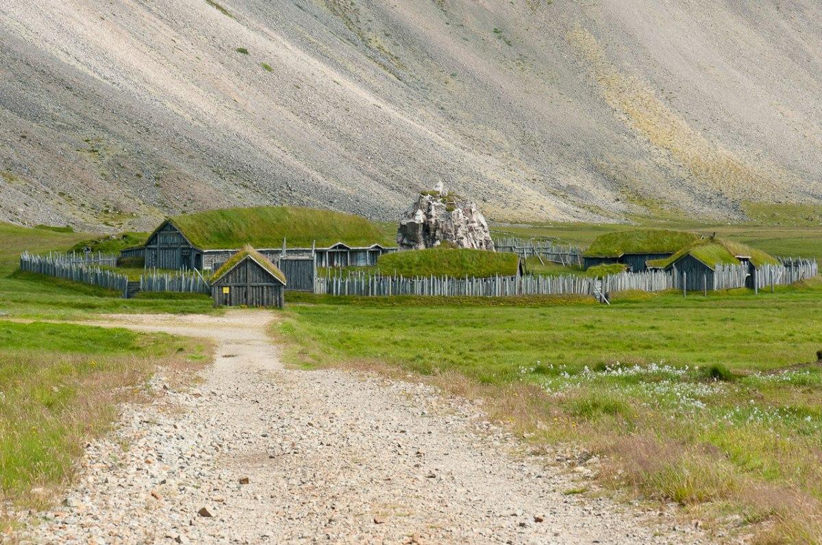 Hier erhalten Sie einen Blick aufs Wikinger Dorf