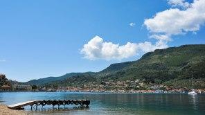 Blick auf die Stadt Vathy in Griechenland