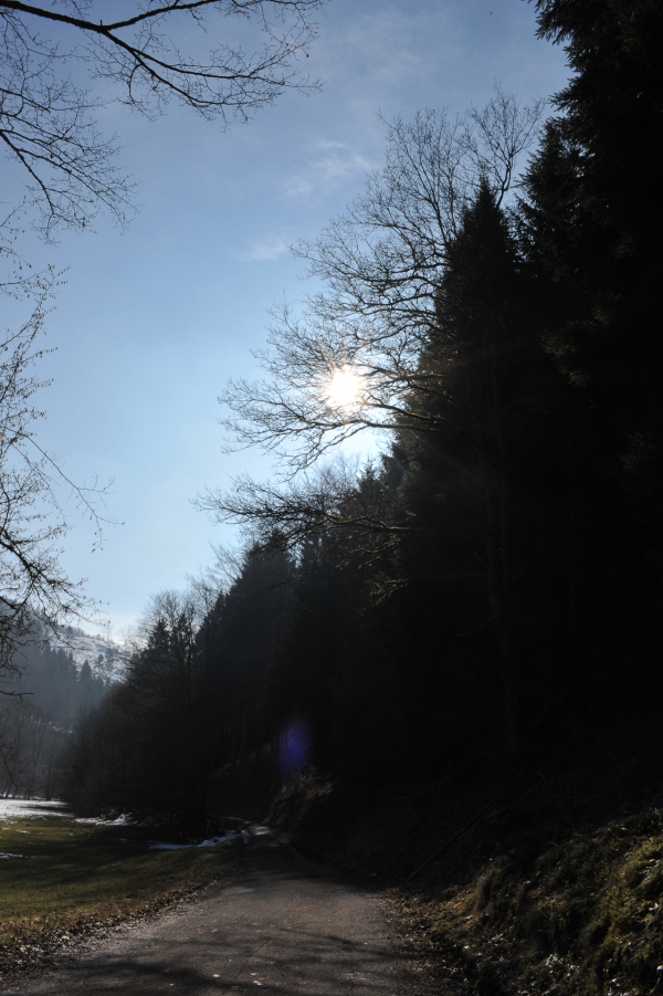 Mit dem herannahenden Abend kommt auch die Kälte durch, trotz Sonnenschein.