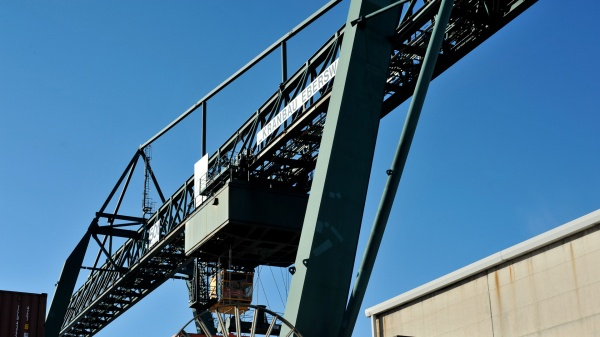 Ohne diese Maschinen und Krähne ist die Arbeit am Westkai in Köln-Niehl undenkbar.