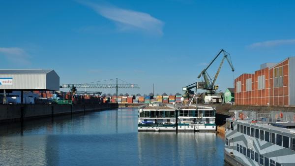 Köln Niehl ist zwar nicht der größte Hafen Deutschlands, doch ganz unwichtig ist er auch nicht.