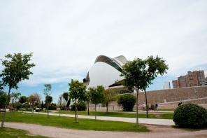 Der Park umgibt die Stadt der Künste und Wissenschaften, Valencia in Spanien