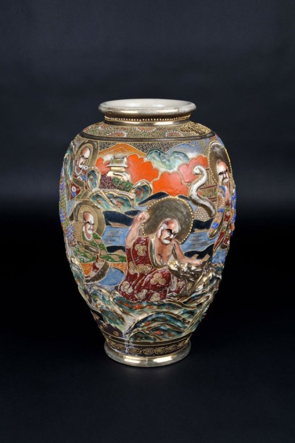 Diese teure Vase stammt aus Asien und ist sehr hochwertig